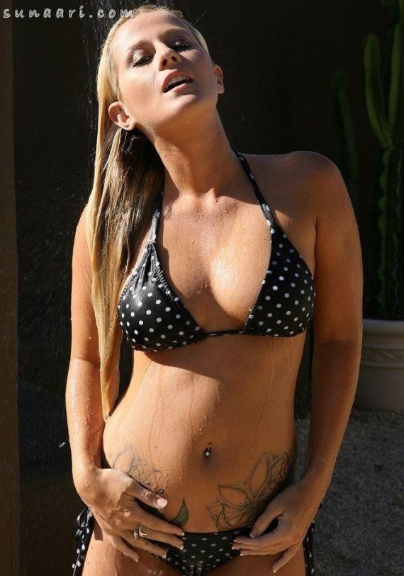nextdoor_wet_tattoed_girl_005